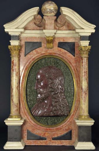 Christusbild im Profil in einem Architekturrahmen