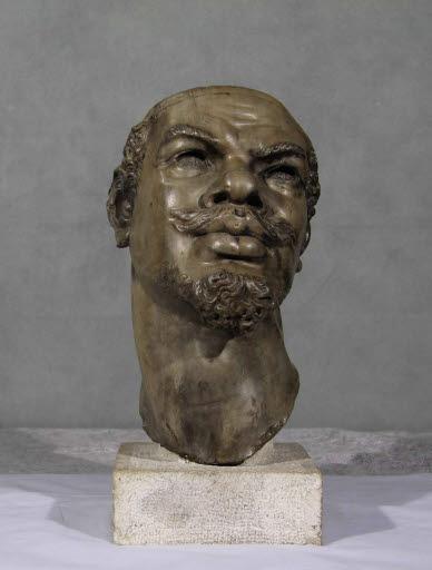 Kopf eines Mannes mit afrikanischen Gesichtszügen